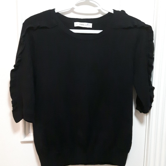 2 for 20! 🛍️ Black short sleeve knit with